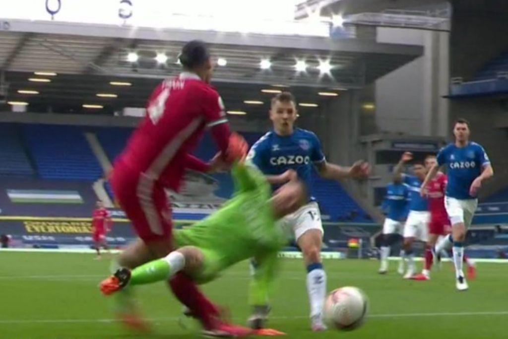 Jordan Pickford, Everton, tackling på Virgil van Dijk, Liverpool